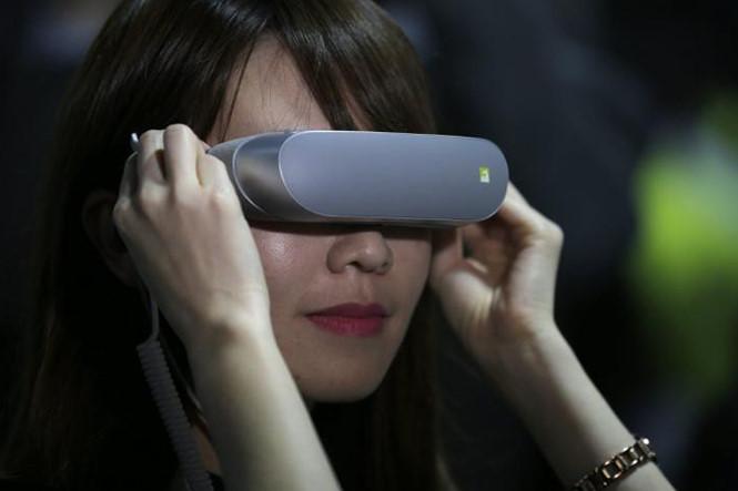 Những mẫu kính thực tế ảo ấn tượng nhất năm 2016