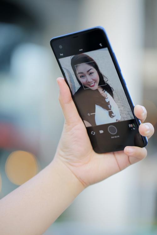 Chế độ selfie panorama góc rộng lên tới 150 độ, có thể lấy hết khung ảnh với tất cả bạn bè và khung cảnh xung quanh.